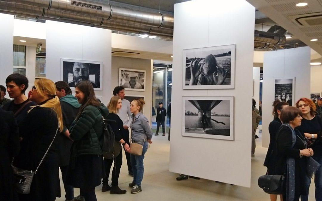 """""""Z TOBĄ"""" – wystawa fotografii Bartka Piotrowskiego w galerii PROM"""